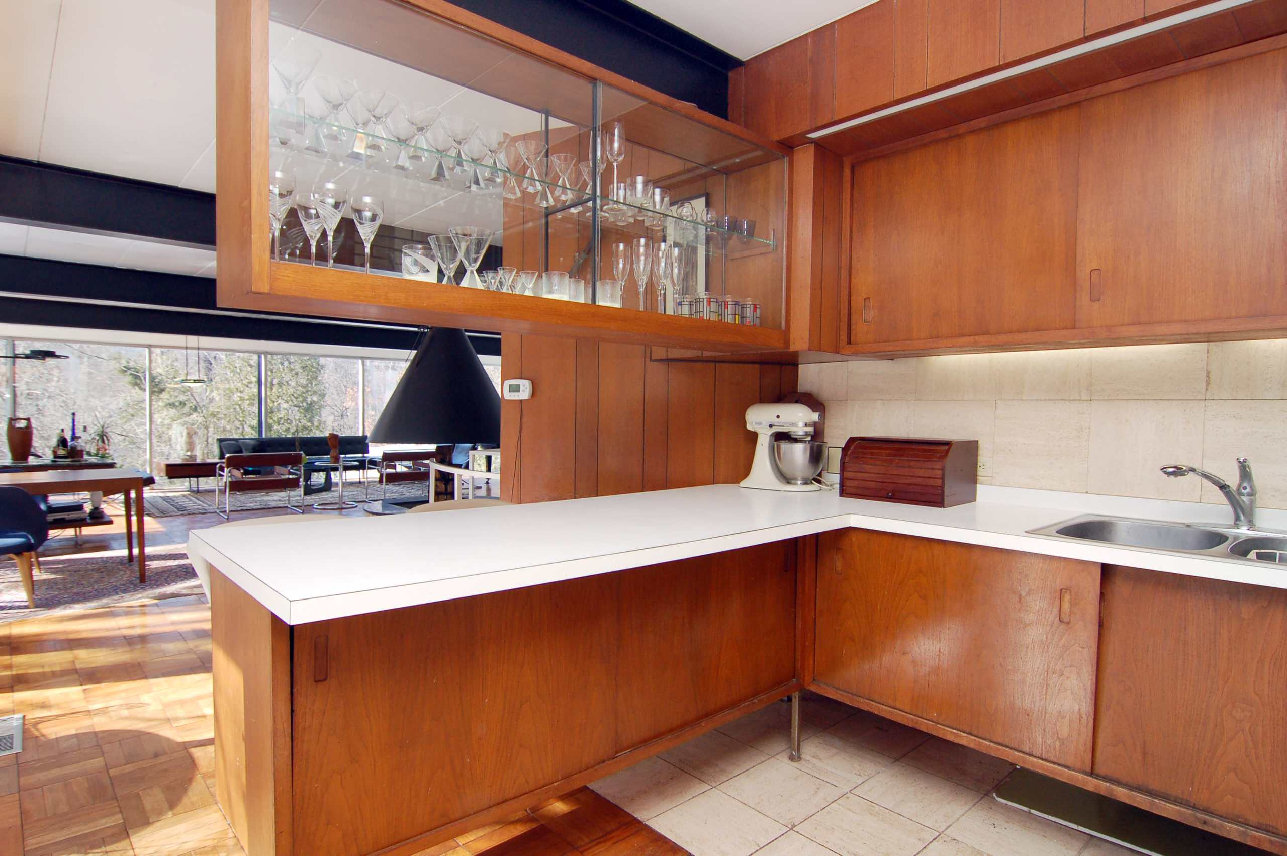 Upper Kitchen Cabinets or Open Shelves for Your Kitchen