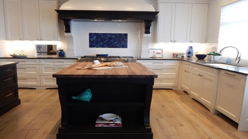 5 ideas on how you can give you kitchen cabinets a new for Best online kitchen cabinets