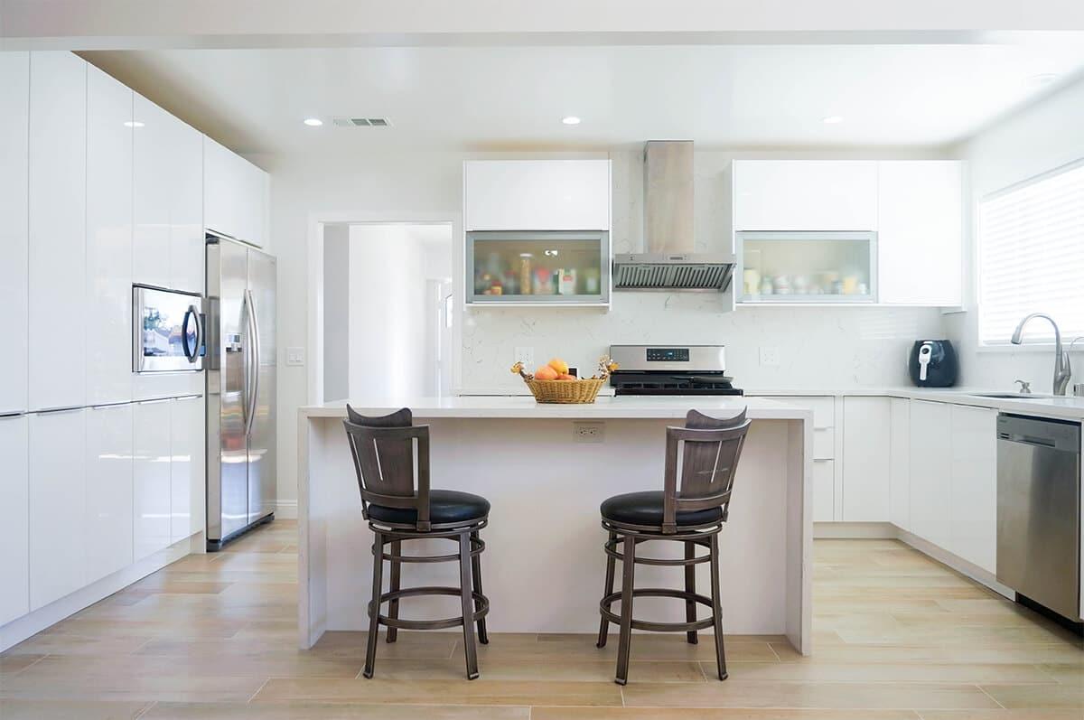 How to Design the Dream Kitchen: White Gloss Euro Cabinets